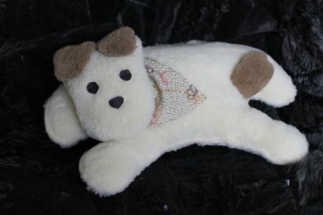 Дорожная подушка из овечьей шерсти «Большая собака»